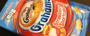 Review: New Pepperidge Farm Strawberry Shortcake Goldfish Grahams & WHAT THE HELL ARE YOU DOING, METRO POLE LEANER??
