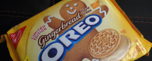 Review: Limited Edition Gingerbread Oreos & FINALLY OREO WTF