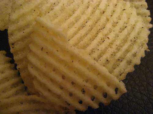 Lay's Kettle Cooked Aged Cheddar & Black Pepper Lattice Cut Potato Chips