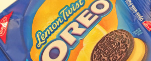 Review: Limited Edition Lemon Twist Oreos (w/ Chocolate Cookie!) & Knives Up or Down?