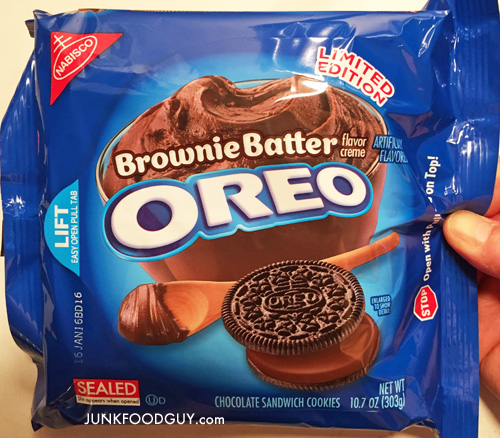 Limited Edition Brownie Batter Oreos: The Money Shot