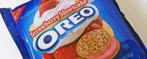 Review: Limited Edition Strawberry Shortcake Oreos, The Nosh Show Ep. 78: Whopper Dog, & Clever Cutter: WHY?